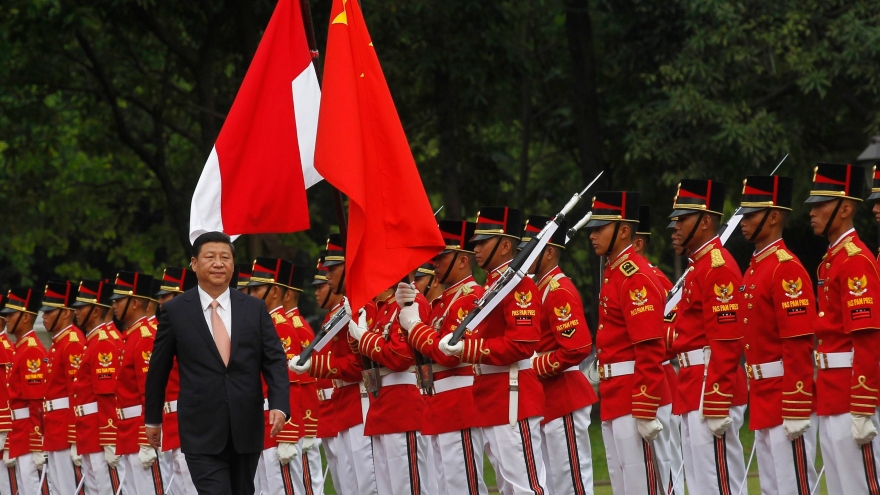 ina's President Xi walks during a welcoming ceremony at the Presidential Palace in Jakarta (REUTERS)