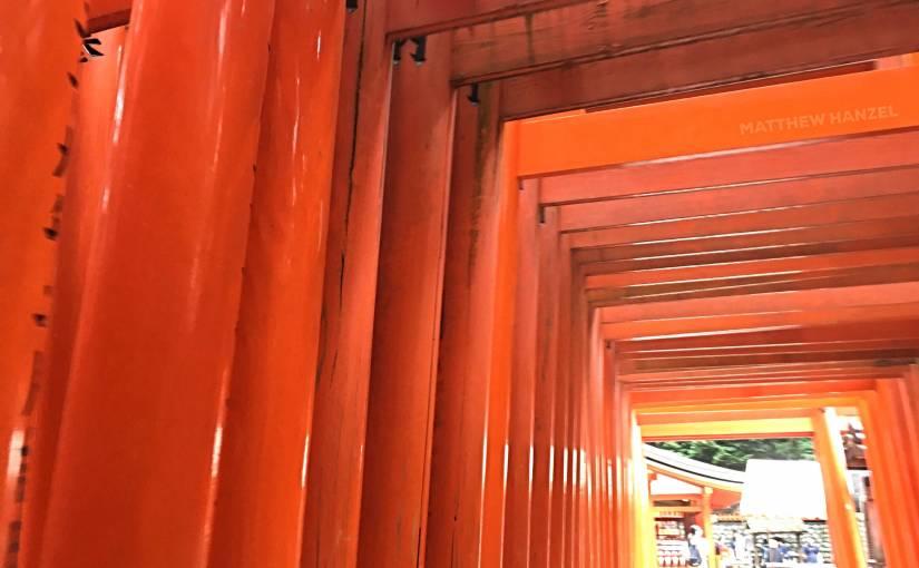Ratusan Gerbang di Fushimi InariTaisha